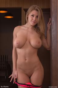 Vanea Shows Amazing Tits - 06