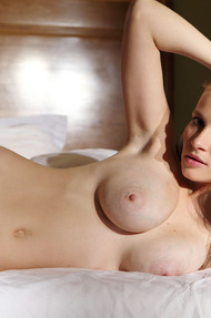 Busty Penelope Nude On The Bed - 20