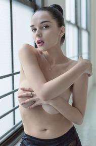Eugenia Diordiychuk Takes A Milky Bath - 00
