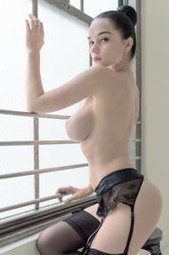 Eugenia Diordiychuk Takes A Milky Bath - 01