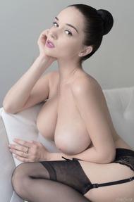 Eugenia Diordiychuk Takes A Milky Bath - 07
