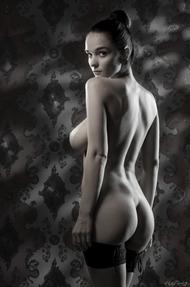 Eugenia Diordiychuk Takes A Milky Bath - 08