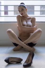 Eugenia Diordiychuk Takes A Milky Bath - 10