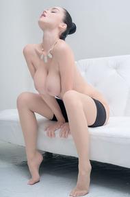 Eugenia Diordiychuk Takes A Milky Bath - 14