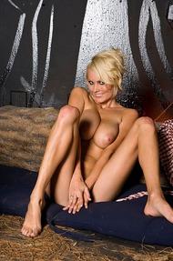 Hannah Hilton stripping - 13