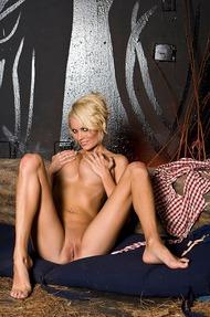 Hannah Hilton stripping - 15