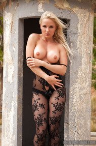 Gorgeous Blonde Model Victoria Angel Gets Naked Outdoors - 01