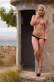 Gorgeous Blonde Model Victoria Angel Gets Naked Outdoors - 04