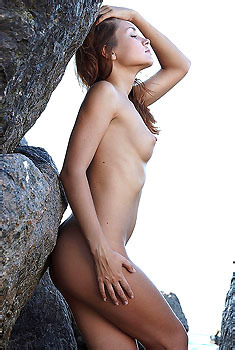 Sweet Lilly Outdoor Posing Naked