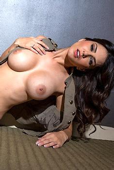 Sunny Leone Gets Naked