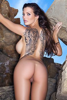 Helen De Muro On The Rocks
