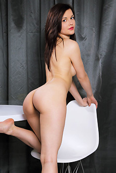 Sexy Dulcia Gets Nude