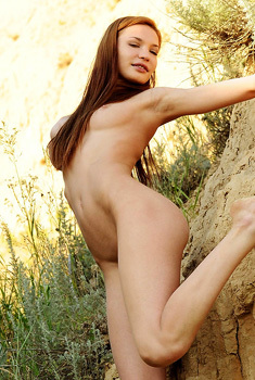 Gorgeous Carolizi Gets Nude Outdoors