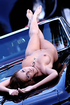 Glamour Babe Ivette Blanche