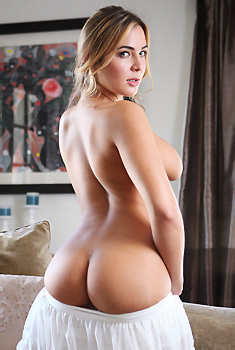 Blair Williams Gets Nude