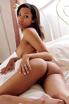 Luciana Sexy Naked Ebony Babe