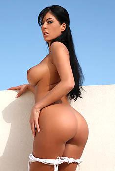 Ella Mai Showing Off Her Tits