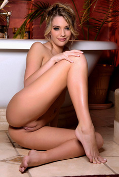 Kenna James Spreads Her Legs Before Taking A Shower