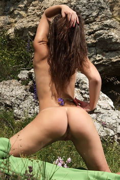 Brunette Angel Melina D Is Nude In The Nature
