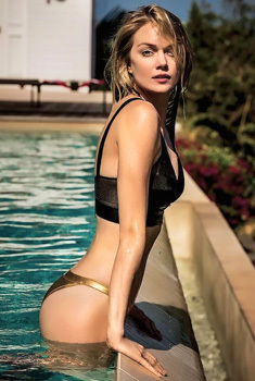 Sexy Famous Babe Lindsay Ellingson In The Pool