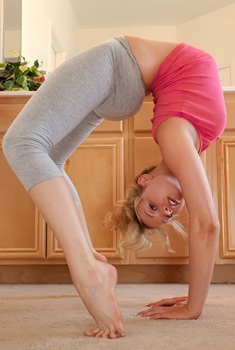 Flexible Mia Malkova In Yoga Pants