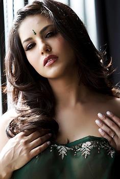 Busty Indian Sunny Leone