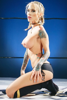 Sporty Blonde Milf Sarah Jessie Spreads Her Pussy
