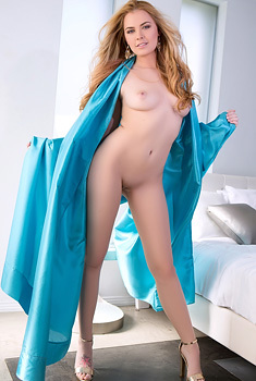Bailei Rayne In Blue Slik