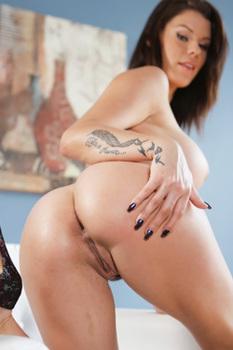 Peta Jensen Strips Off Her Sexy Lingerie