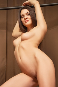 Perfect Brunette Babe Vanda Is Posing Naked