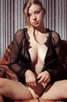 Beautiful Buxom Blonde Daniel Sea In Erotic Pics