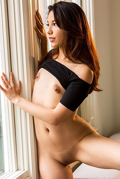 Latina Schoolgirl Melody Wylde