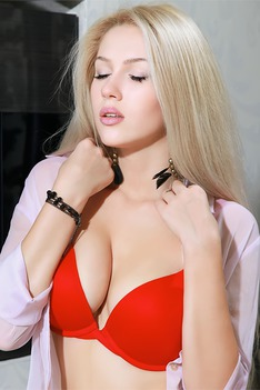 Ravishing Russian babe Genevieve Gandi