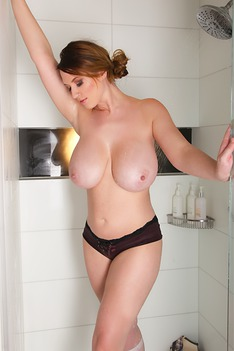 LANA KENDRICK - STICKY SHOWER SET - 2