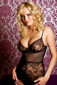 Busty Glamour Babe Hannah Hilton