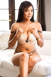 Sexy Busty Cassidy Banks