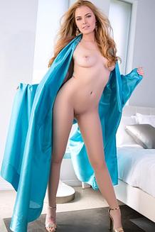 Bailei Rayne In Blue Slik