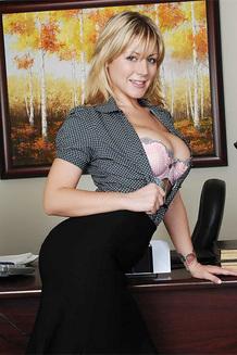 Hot Office MILF Velicity Von