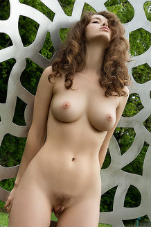 Vika Sculptured